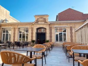 A restaurant or other place to eat at Hôtel Marotte