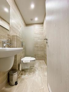 A bathroom at Terminal Park