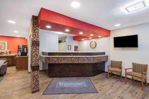 The lobby or reception area at Travelodge by Wyndham Miles City