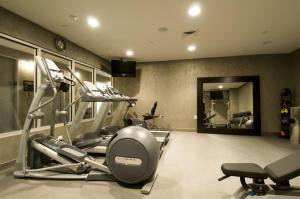 The fitness centre and/or fitness facilities at SoHo 54