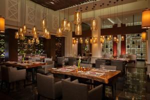 Een restaurant of ander eetgelegenheid bij Dreams Jade Resort & Spa - All Inclusive