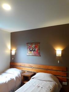 Una cama o camas en una habitación de Cabañas Paso de Viento