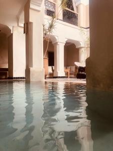 Piscine de l'établissement Riad Bamboo Suites & Spa ou située à proximité