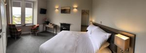 A bed or beds in a room at SPA HOTEL - Deluxe room - MacKintosh