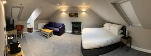 A seating area at SPA HOTEL -Luxury room- Dawson