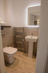 A bathroom at SPA HOTEL - Classic room - Brunton