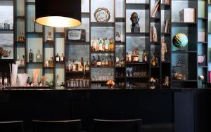 The lounge or bar area at Hotel Düsseldorf Mitte