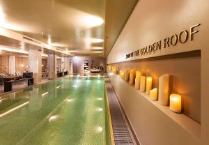 Der Swimmingpool an oder in der Nähe von Hotel Innsbruck