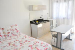 A cozinha ou cozinha compacta de Classe Hotel & Pousada