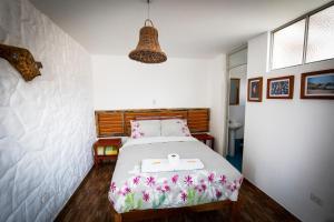 A bed or beds in a room at Homestay Pachamama
