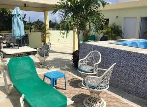 Swimmingpoolen hos eller tæt på Aparthotel El Sol affordable local Apartments by Airport SDQ