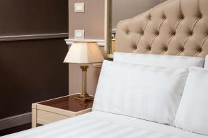 A bed or beds in a room at Radisson Blu GHR Rome