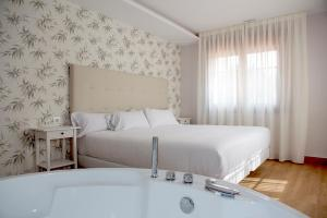 A bed or beds in a room at VILAR DE LEMA