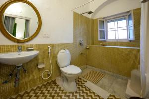 A bathroom at Neemrana's - Hill Fort - Kesroli