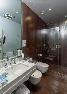 A bathroom at Hotel Firenze Number Nine