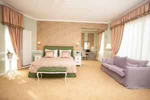 Un pat sau paturi într-o cameră la Villa Boutique Lafayette