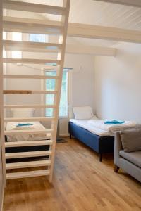Letto o letti a castello in una camera di Landvetter Parkering