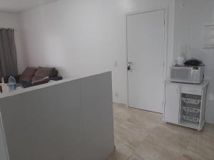 Una cocina o zona de cocina en Oásis Parque 10, 3 quartos com Piscina