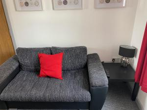 A seating area at Smithfield Apartments - Onsite Gated Parking