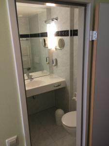 A bathroom at The Royal Inn Regent Gera