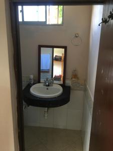 A bathroom at Casa Galeria Guatape