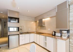 A kitchen or kitchenette at Ushuaia Drake Departamentos