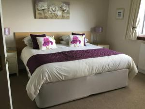 A bed or beds in a room at The Gables
