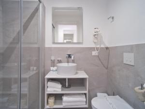 A bathroom at Hotel Medusa