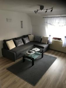A seating area at Beti Apartment