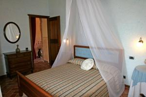 A bed or beds in a room at Agriturismo Renaccino