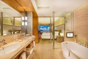 A bathroom at Hotel Okura Macau