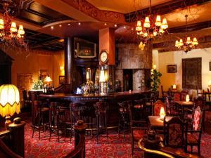 Un restaurante o sitio para comer en Hotel Europejski