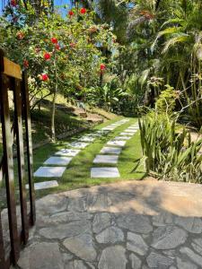 Um jardim em Pousada Horizonte Azul