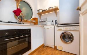 A kitchen or kitchenette at Ghetto terrace Apartment