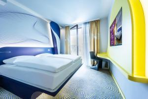 A bed or beds in a room at prizeotel Antwerp-City