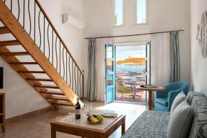 Een zitgedeelte bij Mitsis Norida Beach Hotel