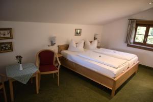 Ein Bett oder Betten in einem Zimmer der Unterkunft Alpenhotel Bergzauber