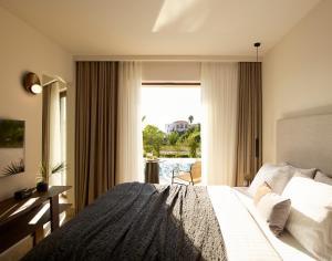 Łóżko lub łóżka w pokoju w obiekcie Asterion Suites & Spa