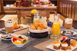 Breakfast options available to guests at H10 Corregidor Boutique Hotel