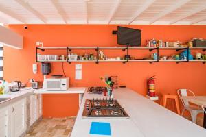 Een keuken of kitchenette bij Bed & Bike Curacao - Jan Thiel