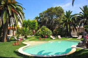 The swimming pool at or close to Villa Valflor