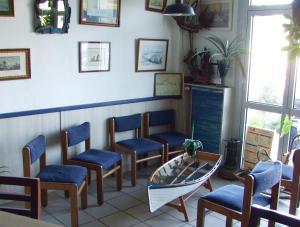 Coin salon dans l'établissement Hôtel du Petit Matelot