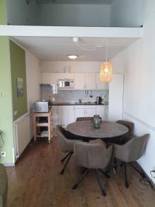 Een keuken of kitchenette bij Beach appartment Strandslag 207 Julianadorp aan Zee