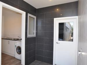 A bathroom at SUNNYSIDE - SURF SIDE