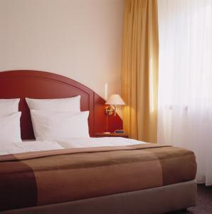 Un ou plusieurs lits dans un hébergement de l'établissement SORAT Hotel Berlin