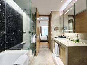 A bathroom at InterContinental Residences Chengdu City Center, an IHG Hotel