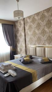A bed or beds in a room at My Palace Rooms Hotel SAW