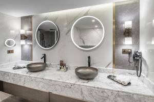 Um banheiro em Makarem Ajyad Makkah Hotel