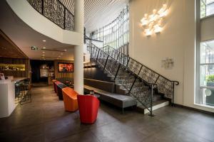 Hall ou réception de l'établissement Campanile Hotel Paris Bercy Village