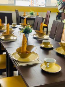 Un restaurante o sitio para comer en Hotel La Serrania Bucaramanga